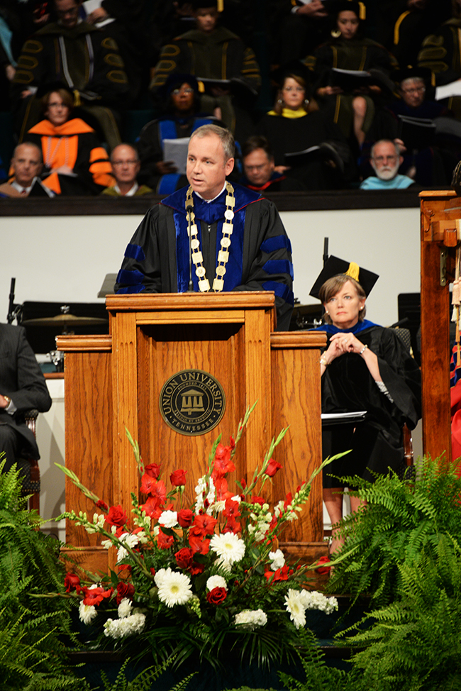 Dr. Dub Oliver greets graduates and their guests at Summer Commencement.