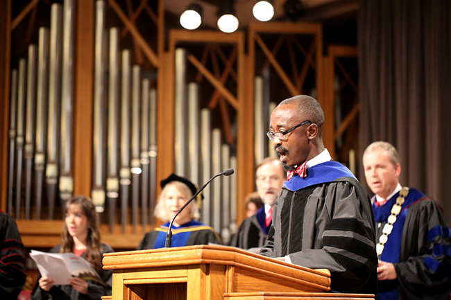 Dr. Addo leads in the reading of the Apostle's Creed.