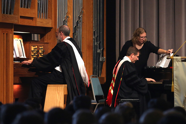 Musicians play at Convocation