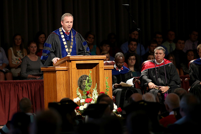 Dr. Dub Oliver delivers the convocation address