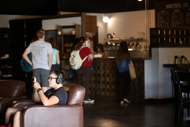 Students study and purchase coffee at Barefoots Joe