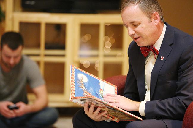 Dr. Dub reading Night Before Christmas.