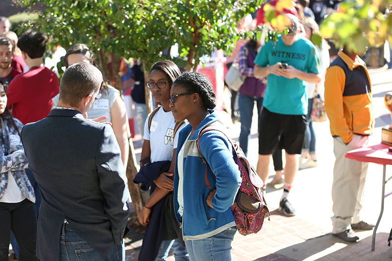 Prospective students learn about student organizations.